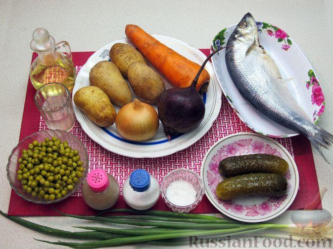 Фото приготовления рецепта: Винегрет с селёдкой, солёными огурцами и зелёным горошком - шаг №1