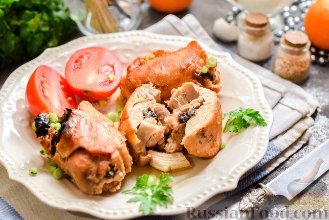 Фото приготовления рецепта: Рулеты из куриных бёдрышек с беконом и черносливом - шаг №12