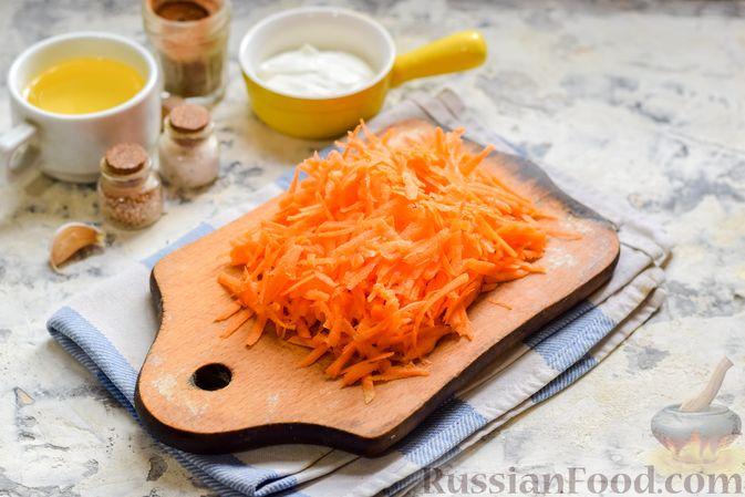 """Фото приготовления рецепта: Минтай, запечённый под """"шубкой"""" из крабовых палочек, моркови и сыра - шаг №2"""