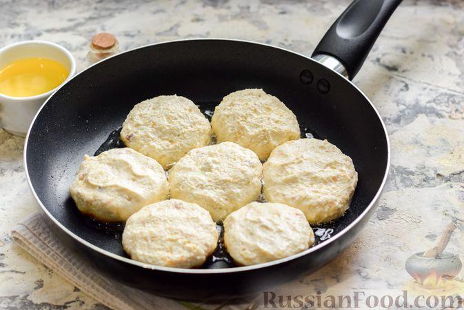 Фото приготовления рецепта: Сырники с горохом - шаг №9