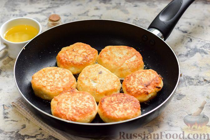 Фото приготовления рецепта: Сырники с горохом - шаг №10