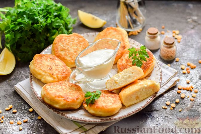 Фото приготовления рецепта: Сырники с горохом - шаг №13