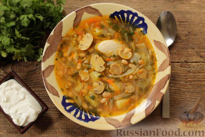 Фото к рецепту: Суп с консервированной фасолью, маринованными грибами, курицей и капустой