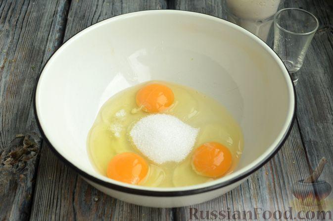 Фото приготовления рецепта: Блинчики на молоке - шаг №2
