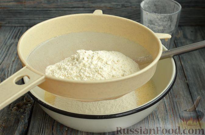 Фото приготовления рецепта: Блинчики на молоке - шаг №4