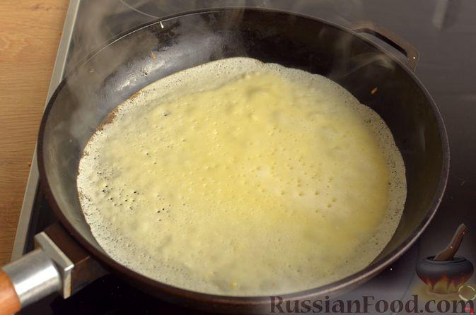 Фото приготовления рецепта: Блинчики на молоке - шаг №8
