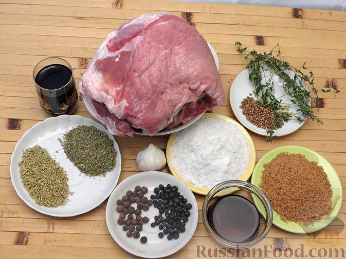 Фото приготовления рецепта: Свиной окорок, запечённый с чесноком и пряными травами (в фольге) - шаг №1