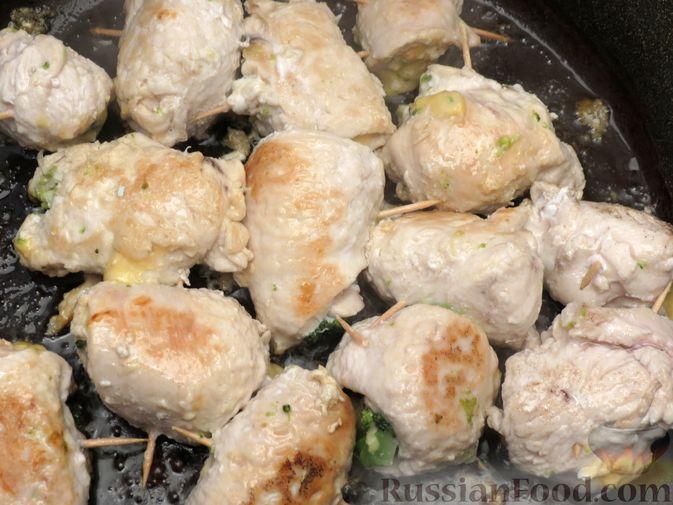 Фото приготовления рецепта: Куриные рулеты с брокколи и сыром (в духовке) - шаг №6