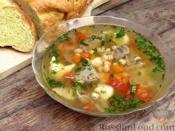 Фото к рецепту: Говяжий суп с нутом, клёцками и помидорами