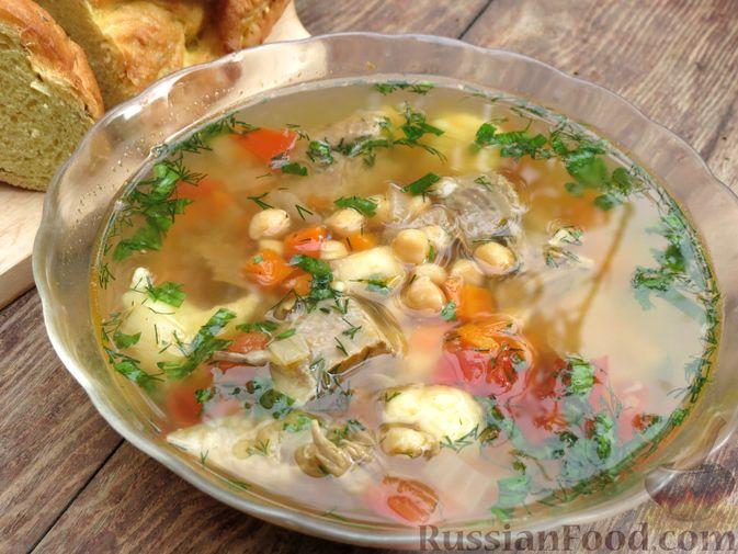 Фото приготовления рецепта: Говяжий суп с нутом, клёцками и помидорами - шаг №15
