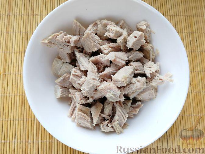 Фото приготовления рецепта: Борщ со свининой, консервированной фасолью и сметаной - шаг №8