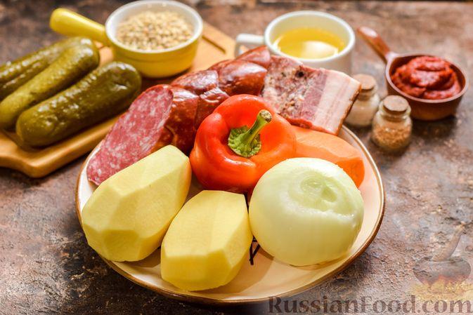Фото приготовления рецепта: Рассольник с копчёностями, перловкой, томатной пастой и сладким перцем - шаг №1