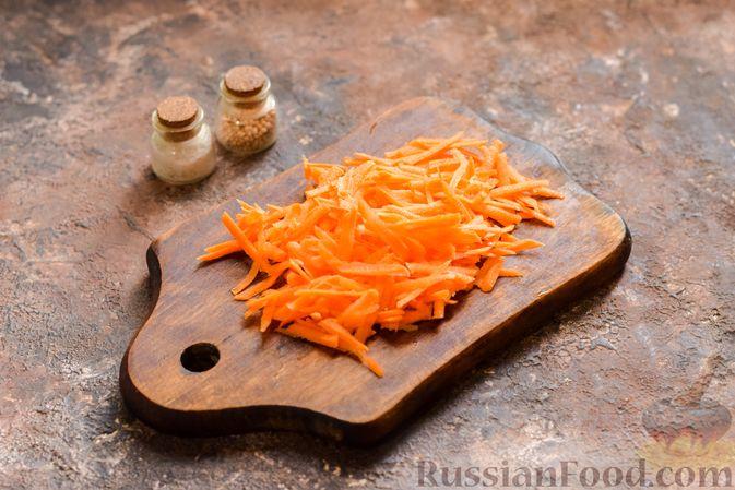 Фото приготовления рецепта: Рассольник с копчёностями, перловкой, томатной пастой и сладким перцем - шаг №8