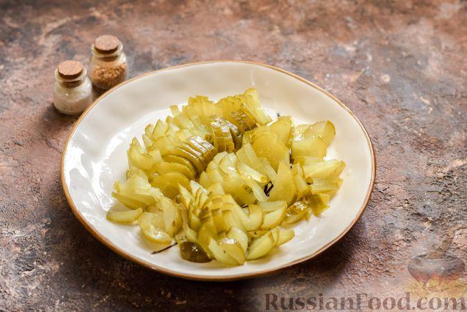 Фото приготовления рецепта: Рассольник с копчёностями, перловкой, томатной пастой и сладким перцем - шаг №12