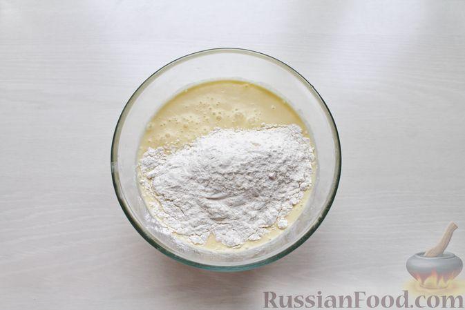 Фото приготовления рецепта: Дрожжевые блины на молоке - шаг №9