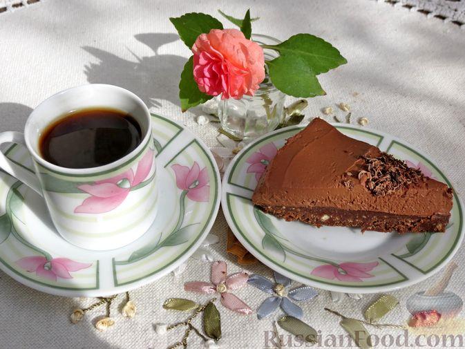Фото приготовления рецепта: Шоколадный торт со сливочным сыром (без выпечки) - шаг №19