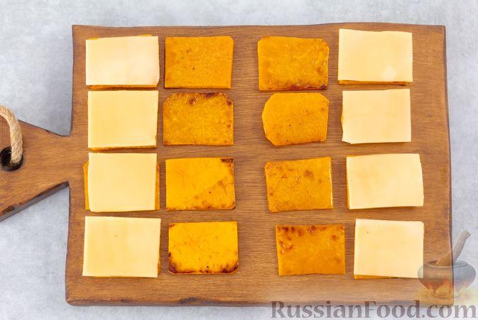 Фото приготовления рецепта: Тыква, запечённая с сыром, в беконе - шаг №4