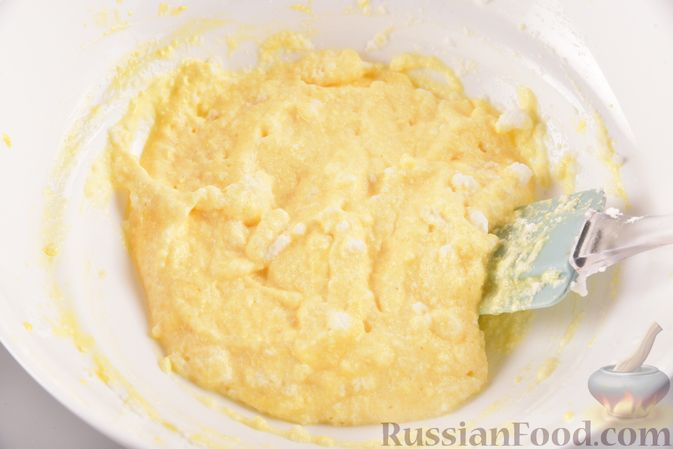 Фото приготовления рецепта: Воздушные лепёшки из творога (в духовке) - шаг №6