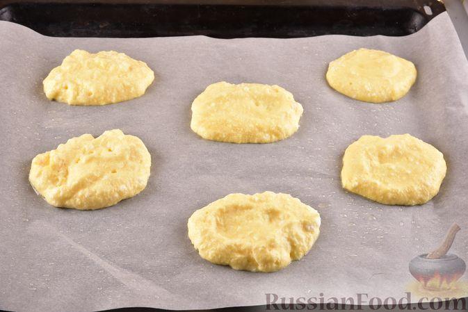 Фото приготовления рецепта: Воздушные лепёшки из творога (в духовке) - шаг №7