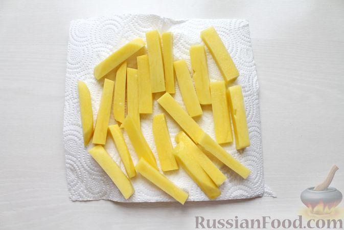 Фото приготовления рецепта: Жареная рыба в пивном кляре с картофелем фри (фиш-энд-чипс) - шаг №2