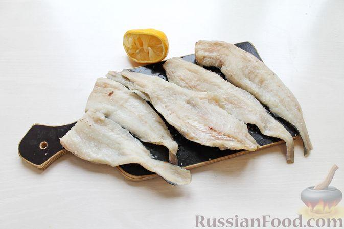 Фото приготовления рецепта: Жареная рыба в пивном кляре с картофелем фри (фиш-энд-чипс) - шаг №8