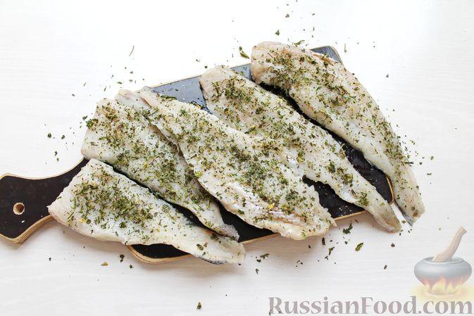Фото приготовления рецепта: Жареная рыба в пивном кляре с картофелем фри (фиш-энд-чипс) - шаг №9