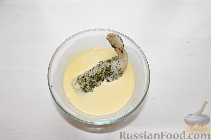 Фото приготовления рецепта: Жареная рыба в пивном кляре с картофелем фри (фиш-энд-чипс) - шаг №10