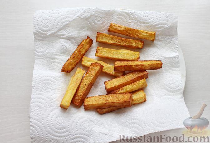 Фото приготовления рецепта: Жареная рыба в пивном кляре с картофелем фри (фиш-энд-чипс) - шаг №3