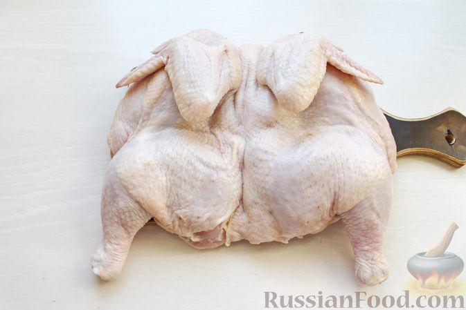 Фото приготовления рецепта: Курица, запечённая с картофелем, сладким перцем, вином и розмарином - шаг №2