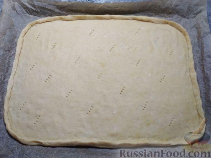 Фото приготовления рецепта: Немецкий луковый пирог - шаг №5