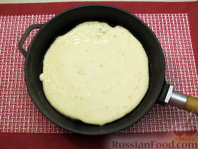 Фото приготовления рецепта: Толстые дрожжевые блины на молоке - шаг №12