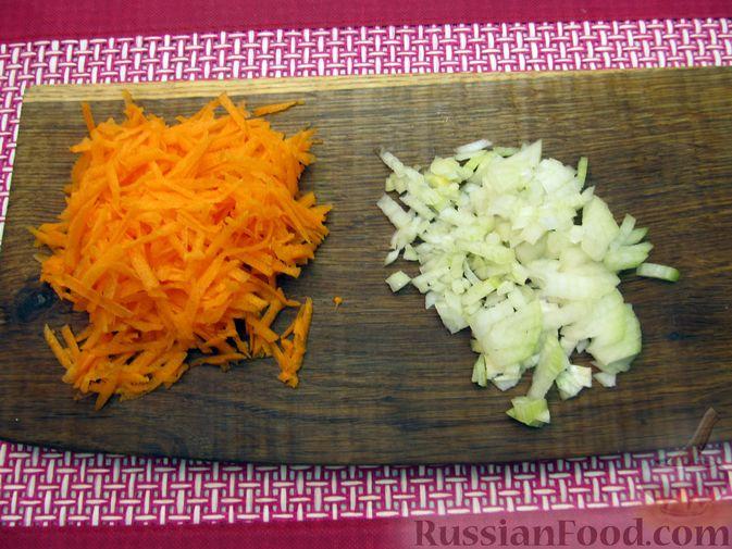 Фото приготовления рецепта: Суп с куриными тефтелями, лапшой и помидорами - шаг №8