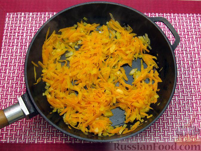 Фото приготовления рецепта: Суп с куриными тефтелями, лапшой и помидорами - шаг №9