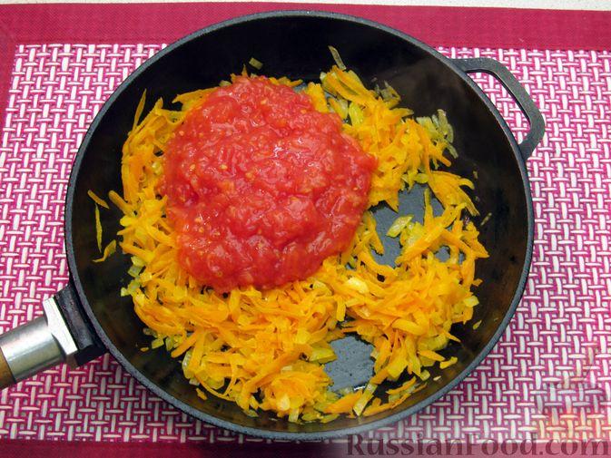 Фото приготовления рецепта: Суп с куриными тефтелями, лапшой и помидорами - шаг №10