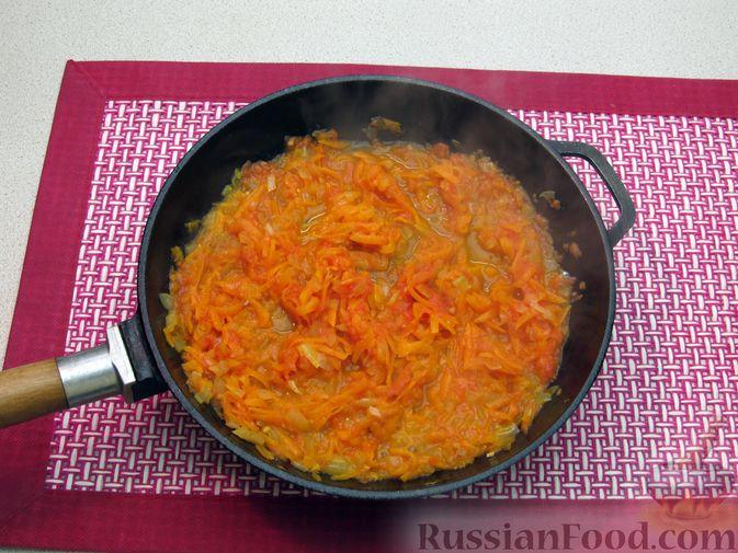 Фото приготовления рецепта: Суп с куриными тефтелями, лапшой и помидорами - шаг №11
