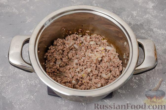 Фото приготовления рецепта: Сливочный суп с мясным фаршем и консервированной кукурузой - шаг №4