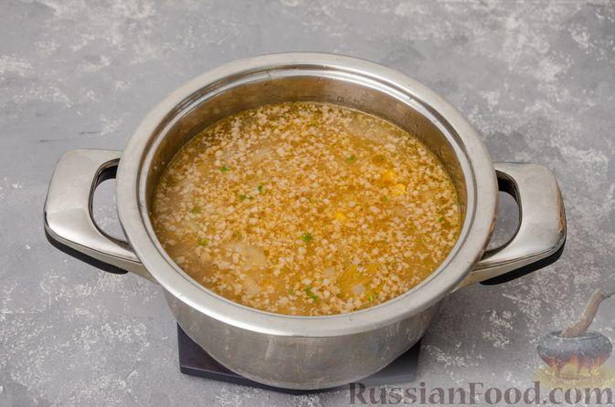 Фото приготовления рецепта: Сливочный суп с мясным фаршем и консервированной кукурузой - шаг №11