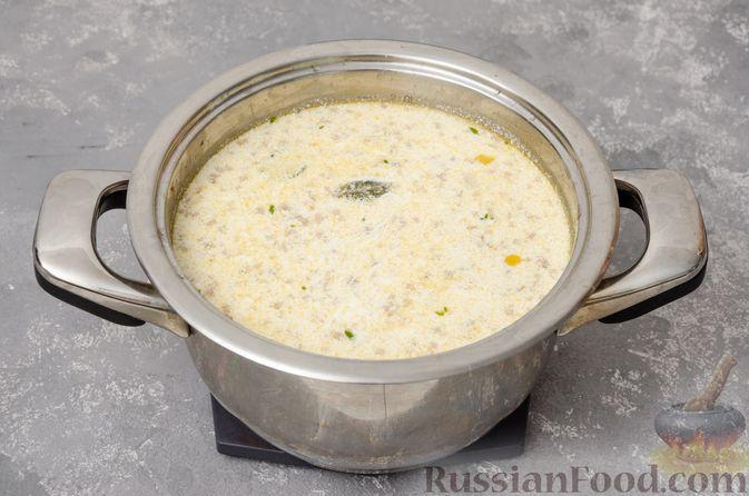 Фото приготовления рецепта: Сливочный суп с мясным фаршем и консервированной кукурузой - шаг №12