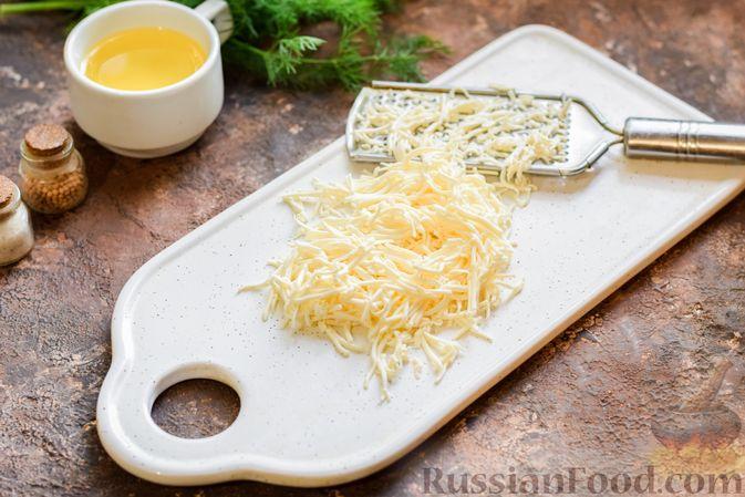Фото приготовления рецепта: Суп из консервированной горбуши с плавленым сыром - шаг №4
