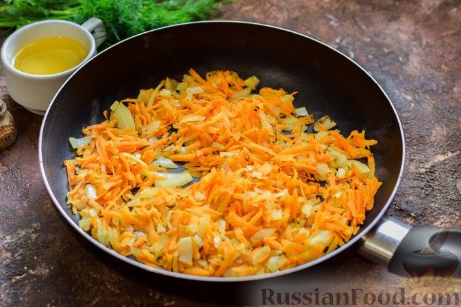 Фото приготовления рецепта: Суп из консервированной горбуши с плавленым сыром - шаг №6