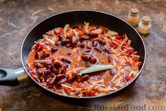 Фото приготовления рецепта: Капуста, тушенная со свёклой и фасолью - шаг №9