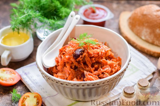 Фото приготовления рецепта: Капуста, тушенная со свёклой и фасолью - шаг №12