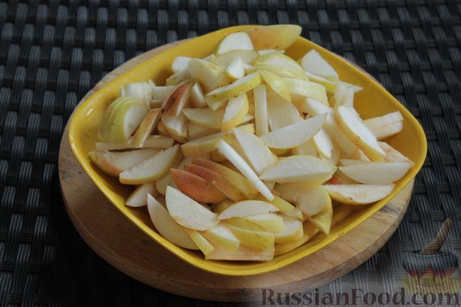Фото приготовления рецепта: Пирог из лаваша, с яблоками и яично-сметанной заливкой - шаг №2