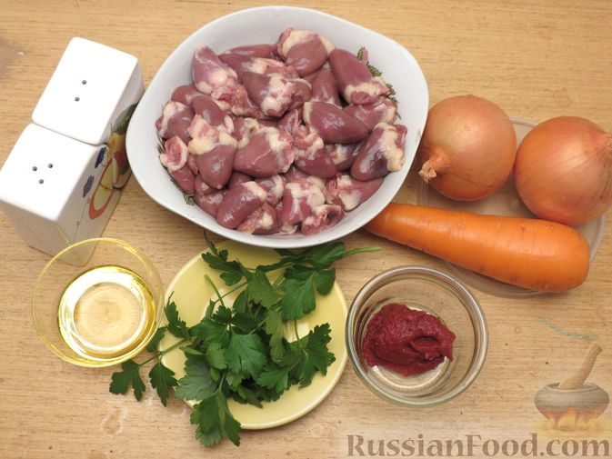 Фото приготовления рецепта: Куриные сердечки, тушенные с овощами в томатном соусе - шаг №1