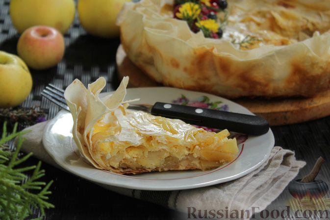 Фото приготовления рецепта: Пирог из лаваша, с яблоками и яично-сметанной заливкой - шаг №13