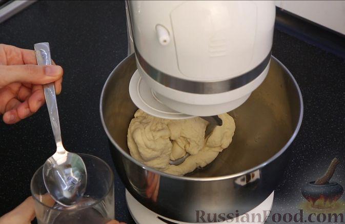 Фото приготовления рецепта: Домашний батон - шаг №4