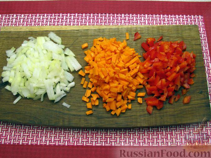 Фото приготовления рецепта: Чечевичный суп с овощами и мясными фрикадельками - шаг №2