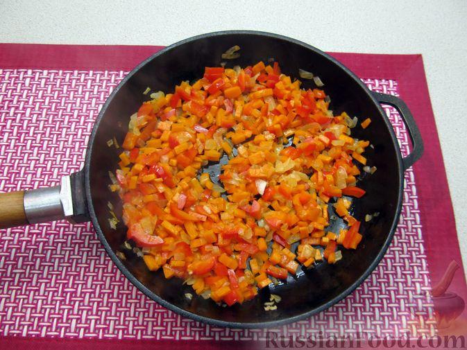 Фото приготовления рецепта: Чечевичный суп с овощами и мясными фрикадельками - шаг №6