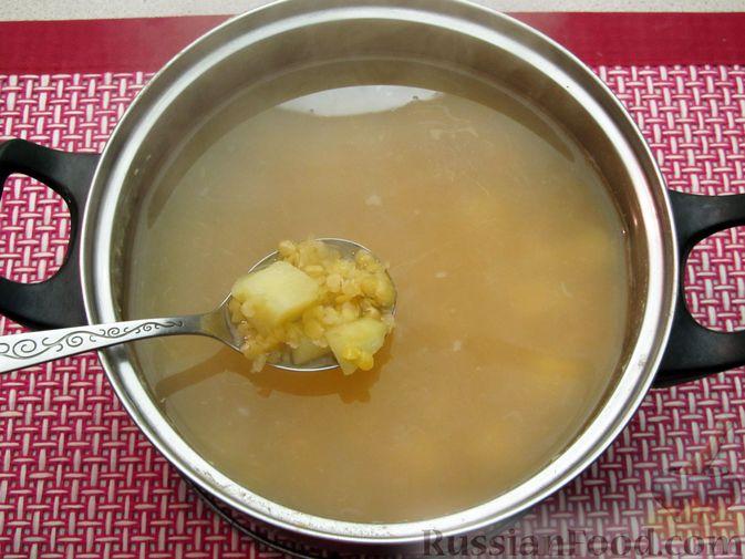 Фото приготовления рецепта: Чечевичный суп с овощами и мясными фрикадельками - шаг №11