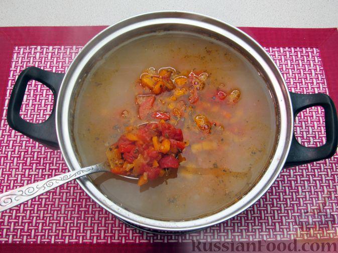 Фото приготовления рецепта: Чечевичный суп с овощами и мясными фрикадельками - шаг №14